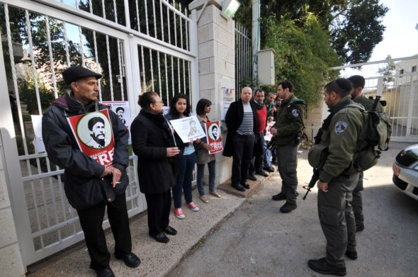 Palestinian people demonstrating in Jerusalem in front of the French Consulate the delay of Georges Abdallah's release.