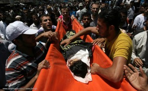 Relatives cry as they hold the body of 4-year-old Sara Sheik el Eed during her funeral outside Rafah, southern Gaza Strip, 15 July 2014. The girl was killed along with her father and uncle during an overnight drone strike of Israeli Forces in a village outside Rafah.